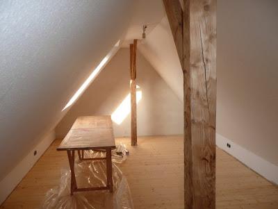 klasse kleckse schr ge w nde zu tapezieren. Black Bedroom Furniture Sets. Home Design Ideas