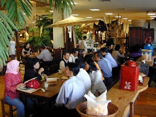 30 Daftar Tempat Makan Wisata Kuliner di Bandung Harga Murah Yang Unik Romantis Selatan Timur Barat Kota Untuk Anak