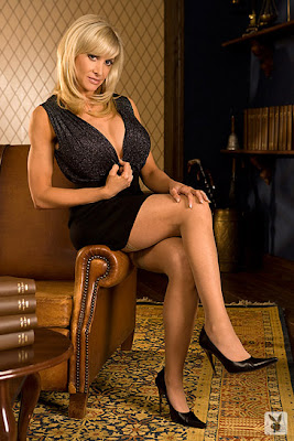 Corri Fetman Naked Lawyer