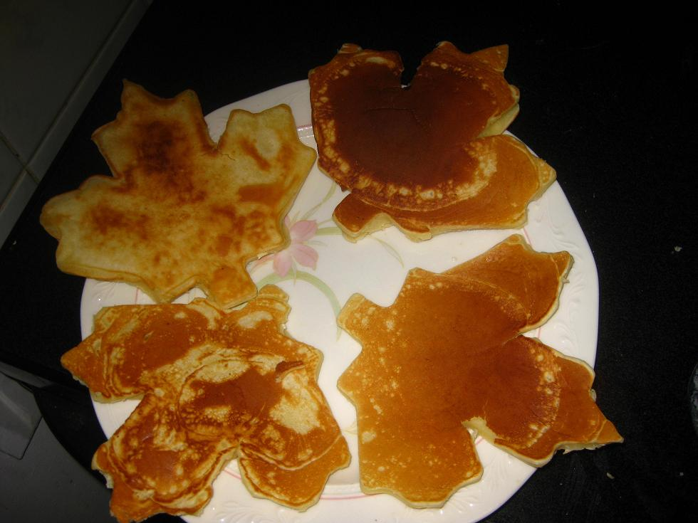 Bake N Blog Maple Leaf Pancakes
