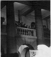 Martin Lee på balkongen till parlamentsbyggnaden