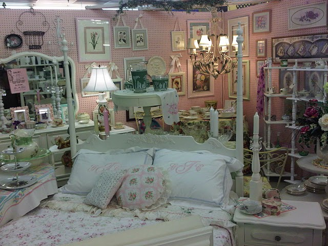 Pretty In Pink Painting Your Antique Mall Booth Space Walls PINK & C. Dianne Zweig - Kitsch u0027n Stuff: Pretty In Pink: Painting Your ...