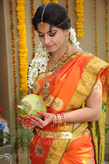 Hd Anushka Shetty Wallpaper Anushka In Traditional Saree Photos Stills Panchakshari