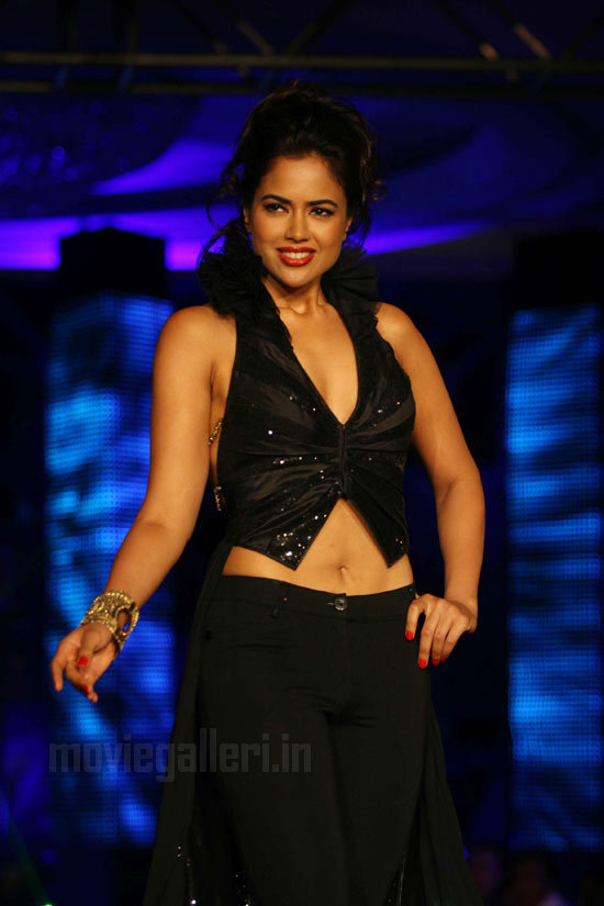 Sexy pics of sameera reddy
