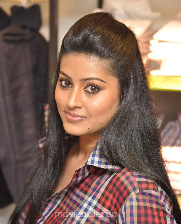 Tamil Actress Sneha @ Fashion Show Photos Stills