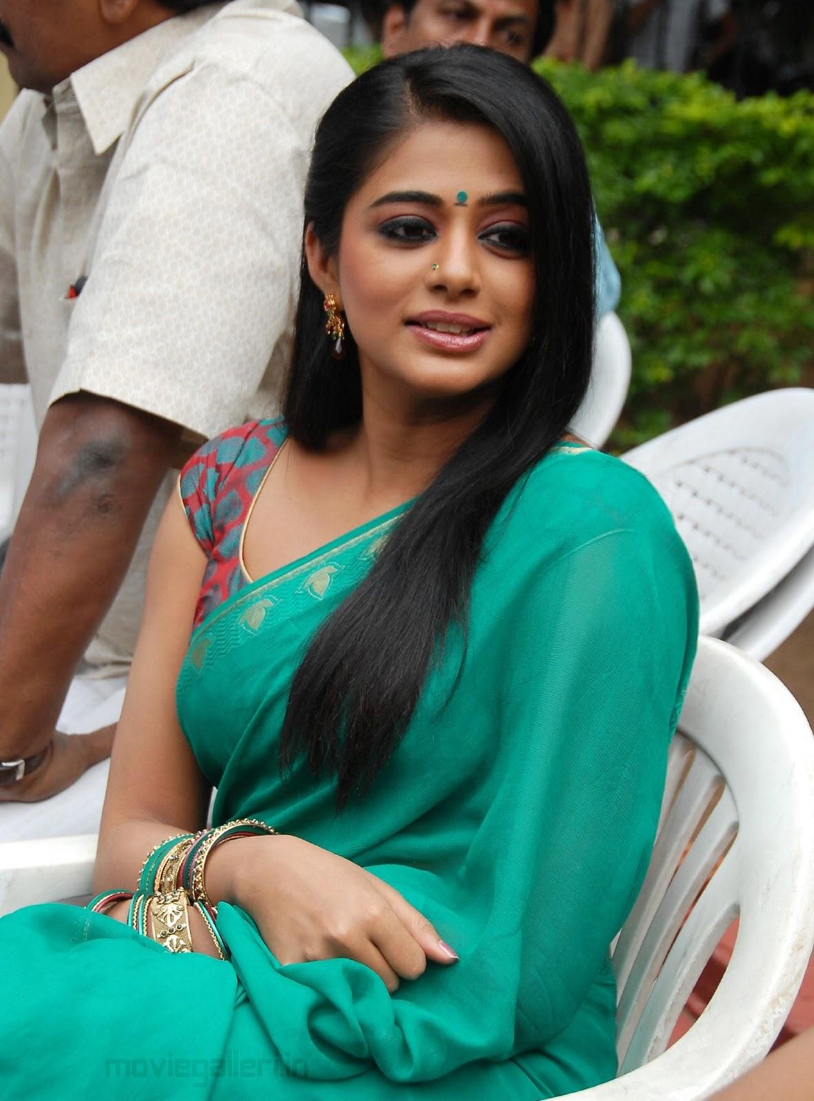 Spicy Saree: Hot Priyamani Saree