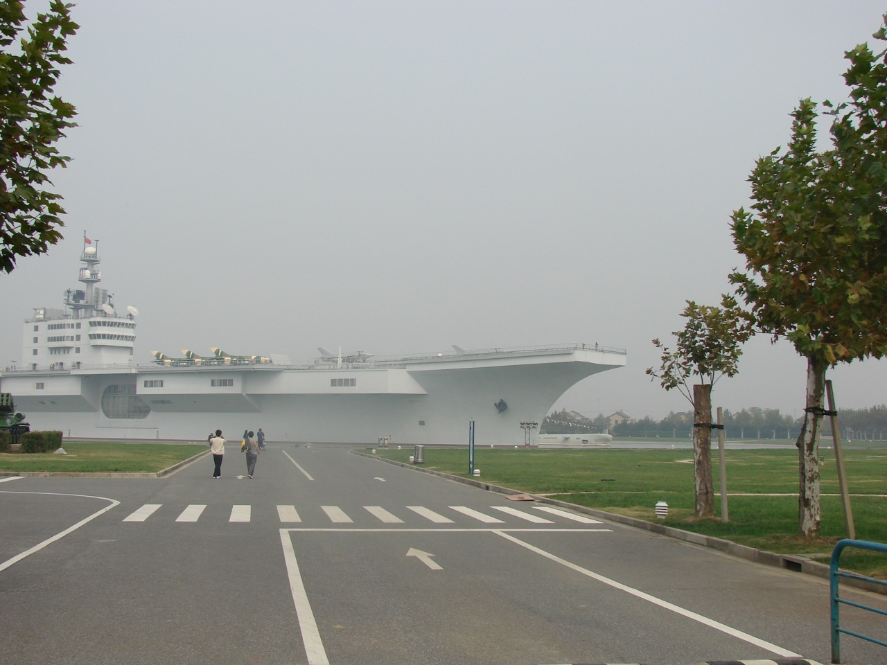 https://1.bp.blogspot.com/_ej5kQwZWlzM/TLU9Go1UqGI/AAAAAAAABIQ/95wMenPRlE4/s1600/New_Chinease_Aircraft_Carrier.jpg