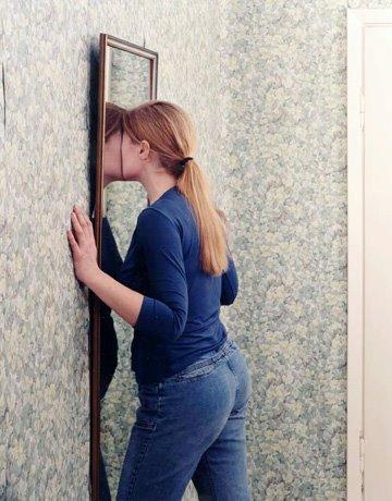 [Susanna+Hesselberg-Untitled2001womaninmir.jpg]