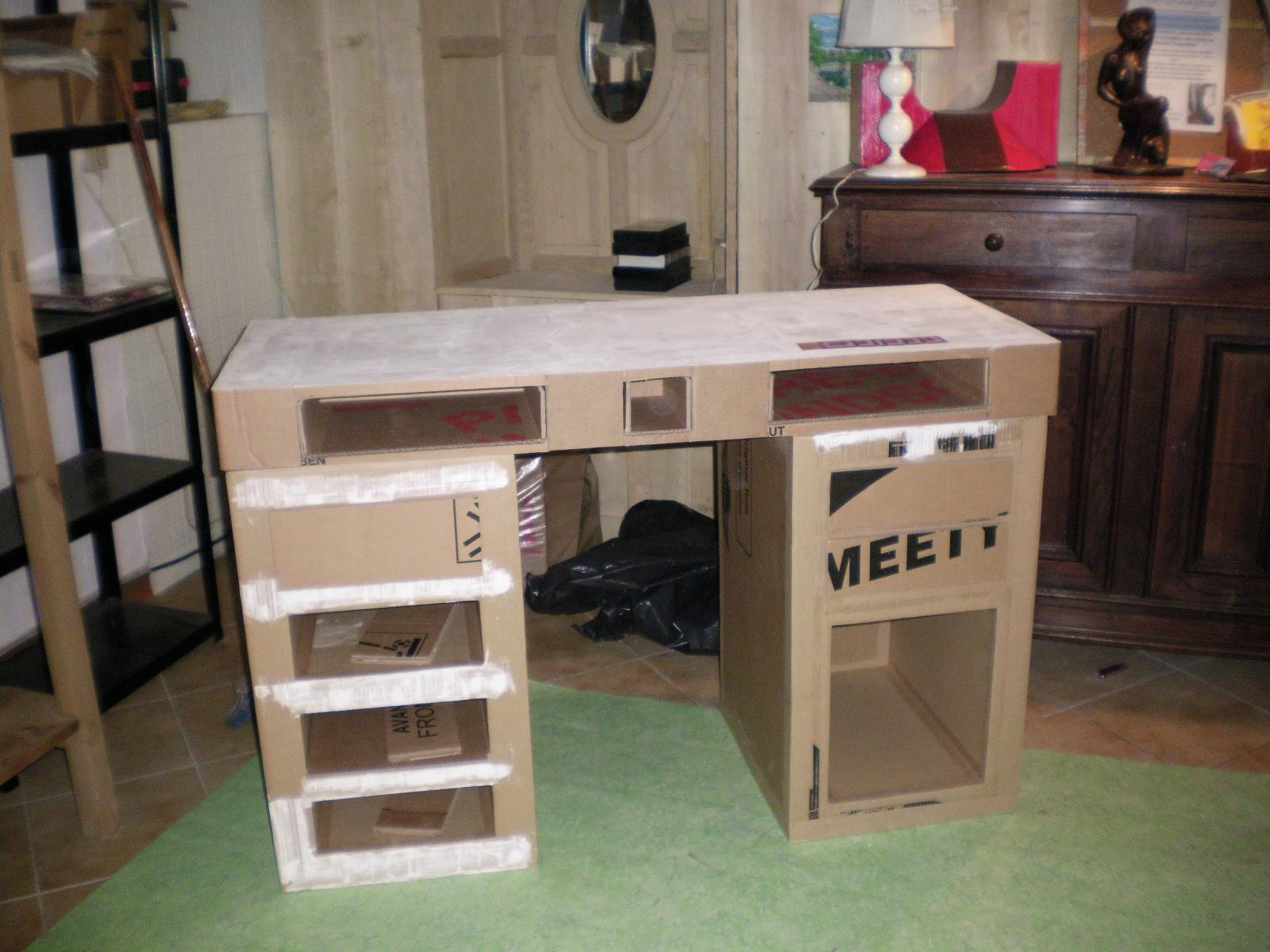 cartonnageco un bureau en carton en pr paration. Black Bedroom Furniture Sets. Home Design Ideas