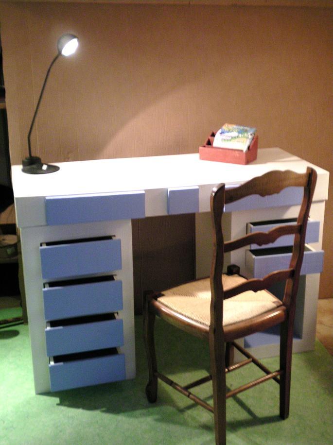 cartonnageco bureau en carton couleur de l 39 om. Black Bedroom Furniture Sets. Home Design Ideas