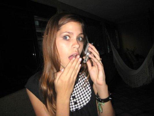 **Claudia Hablando x tlefe**