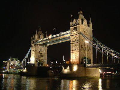 Tower Bridge di London