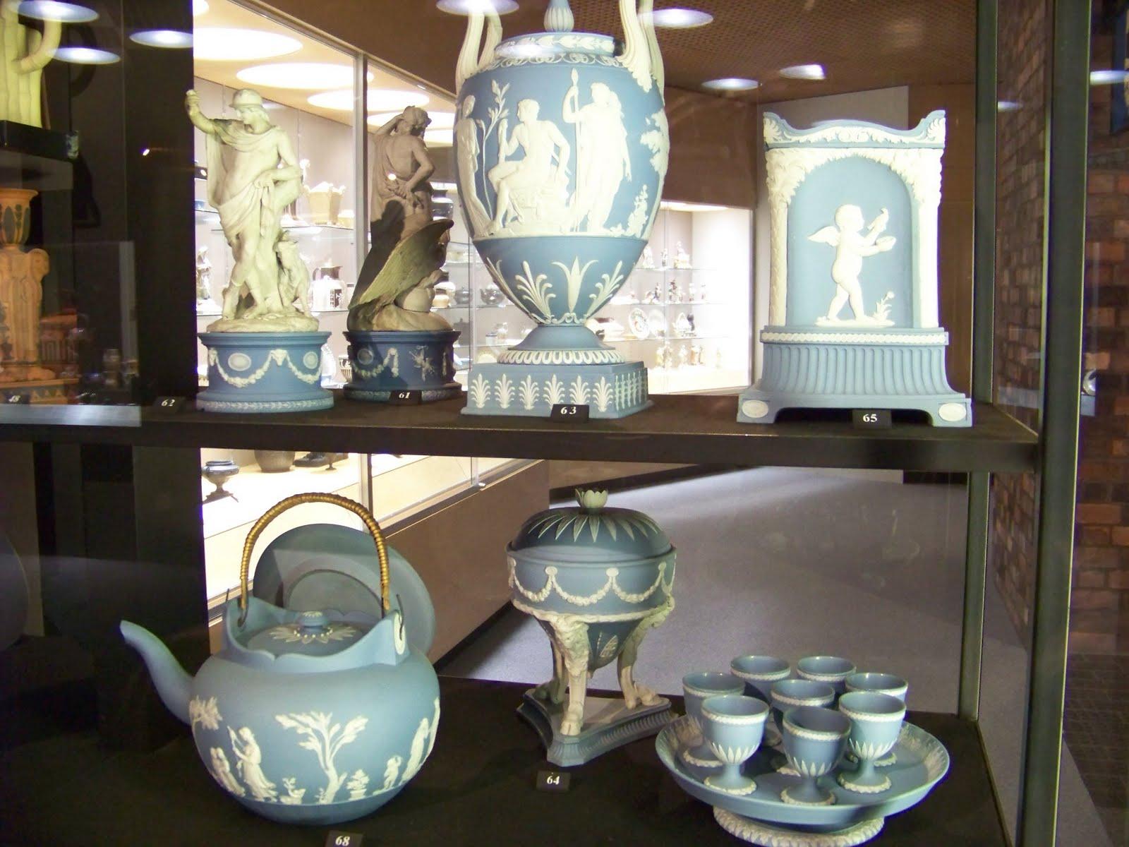 Anna Calluori Holcombe Staffordshire Pottery In Stoke On