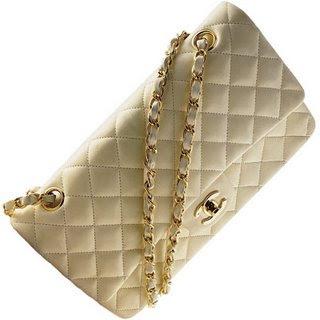 ad63ee0166b3 Наверное, Коко была поклонницей нумерологии, потому что сумка получила свое  название благодаря дате (как и знаковый аромат Chanel №5 – благодаря номеру  ...
