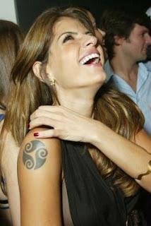653089_gente_carolina_magalhaes_tatuagem_3gente___nacional_373_250.jpg