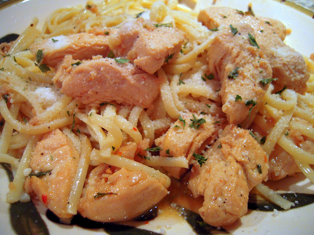 Buttery Chicken Scampi Pasta - lick the plate delicious! Chicken sauteed in butter, olive oil, garlic, white wine, pepper, red pepper flakes, lemon juice and parsley. Serve over linquine. Better than any restaurant!!! #chicken #pasta