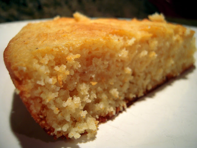 Pioneer Woman's Cornbread - authentic southern cornbread! SO easy and SOOO delicious!! Shortening, corn meal, flour, salt, buttermilk, milk, egg, baking powder and baking soda. Ready in under 30 minutes! A must for all your soups and stews! #cornbread