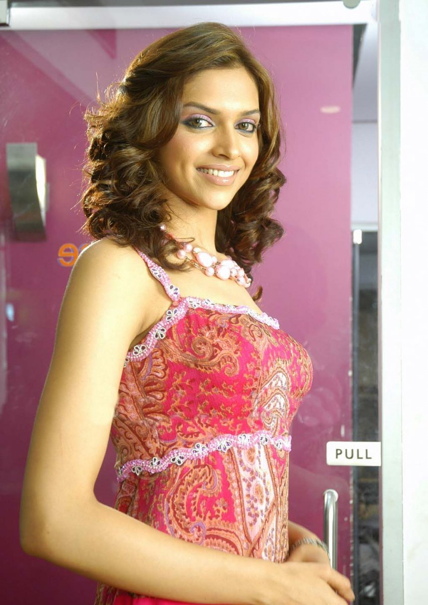 Indian cine masla: Actress Deepika Padukone Photos Gallery