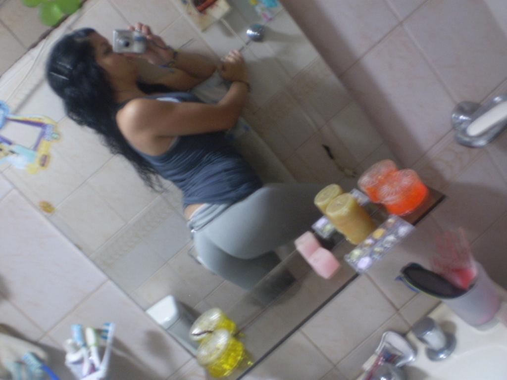 Nena de colombia se masturba en la ducha para todo el mundo - 3 part 1
