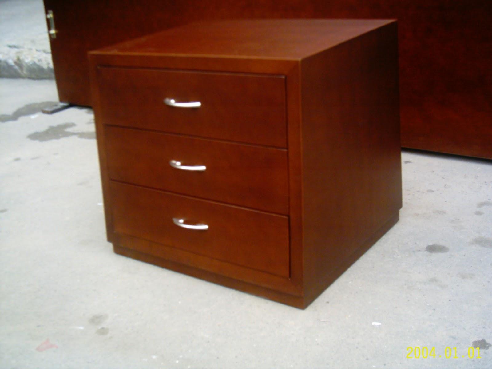 Mesas de noche de madera mesita de noche de madera de for Mesas de noche de madera