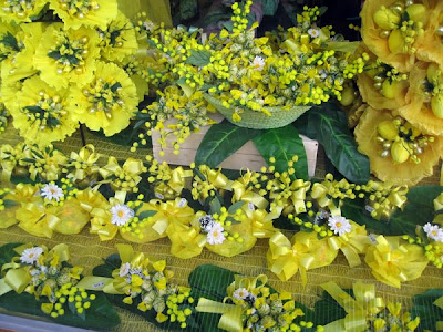 Store window - yellow flowers