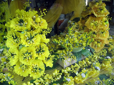Store windows - yellow flowers