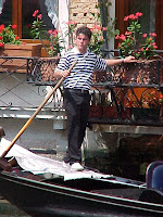 A waiting Gondolier