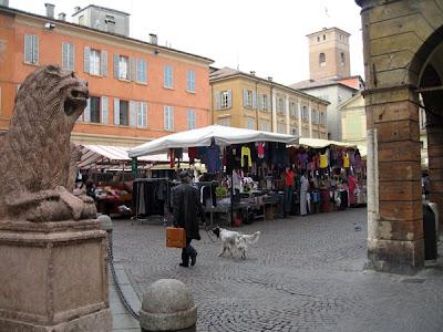 Market in Piazza San Prospero