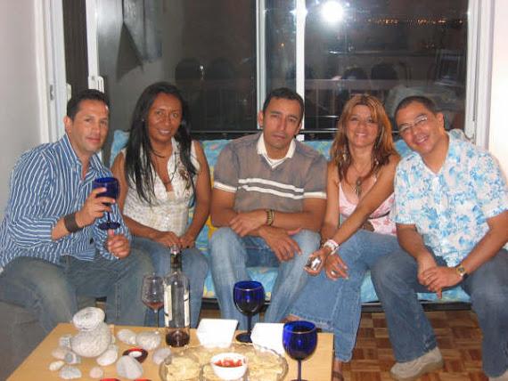ESTERCILIA COMPARTE CON AMIGOS COLOMBIANOS EN MONTREAL (SEP. 2007)