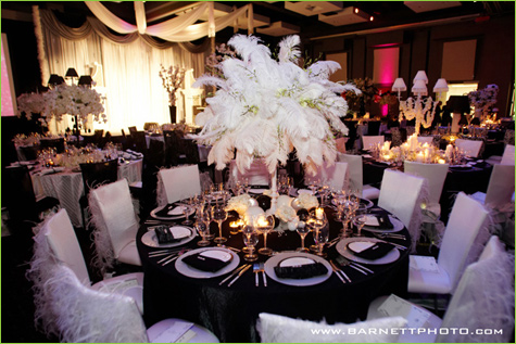 Black And White Wedding Decoration Finding An Arrangement Of Flower