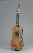Guitarra barroca, o española (de 5 órdenes):