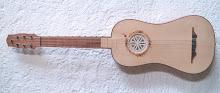 Guitarra renacentista (de 4 órdenes):