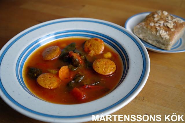 soppa med het korv och saffran