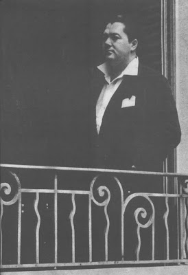 Anibal Troilo en el balcon de su casa Soler 1942 Capital