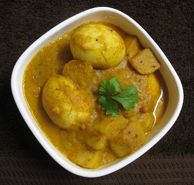 Finger Licking Food: Saffron Rice with Bengali Egg Curry