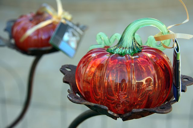 Beautiful pumpkin made of glass: 16