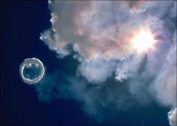 Volcanoes starts releasing smoke rings: 06