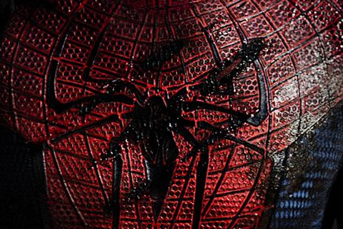 Spiderman+Logo - Spiderman haciendo lo que hace mejor.