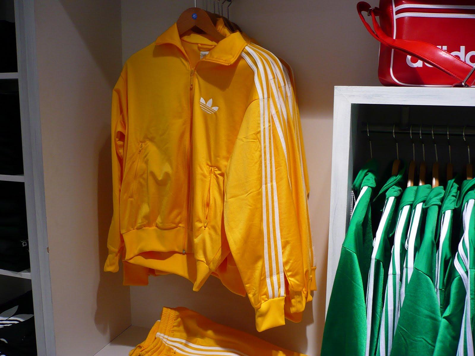 outlet store buy popular factory price Les3bandes: Survêtement adidas Firebird jaune à bandes blanches