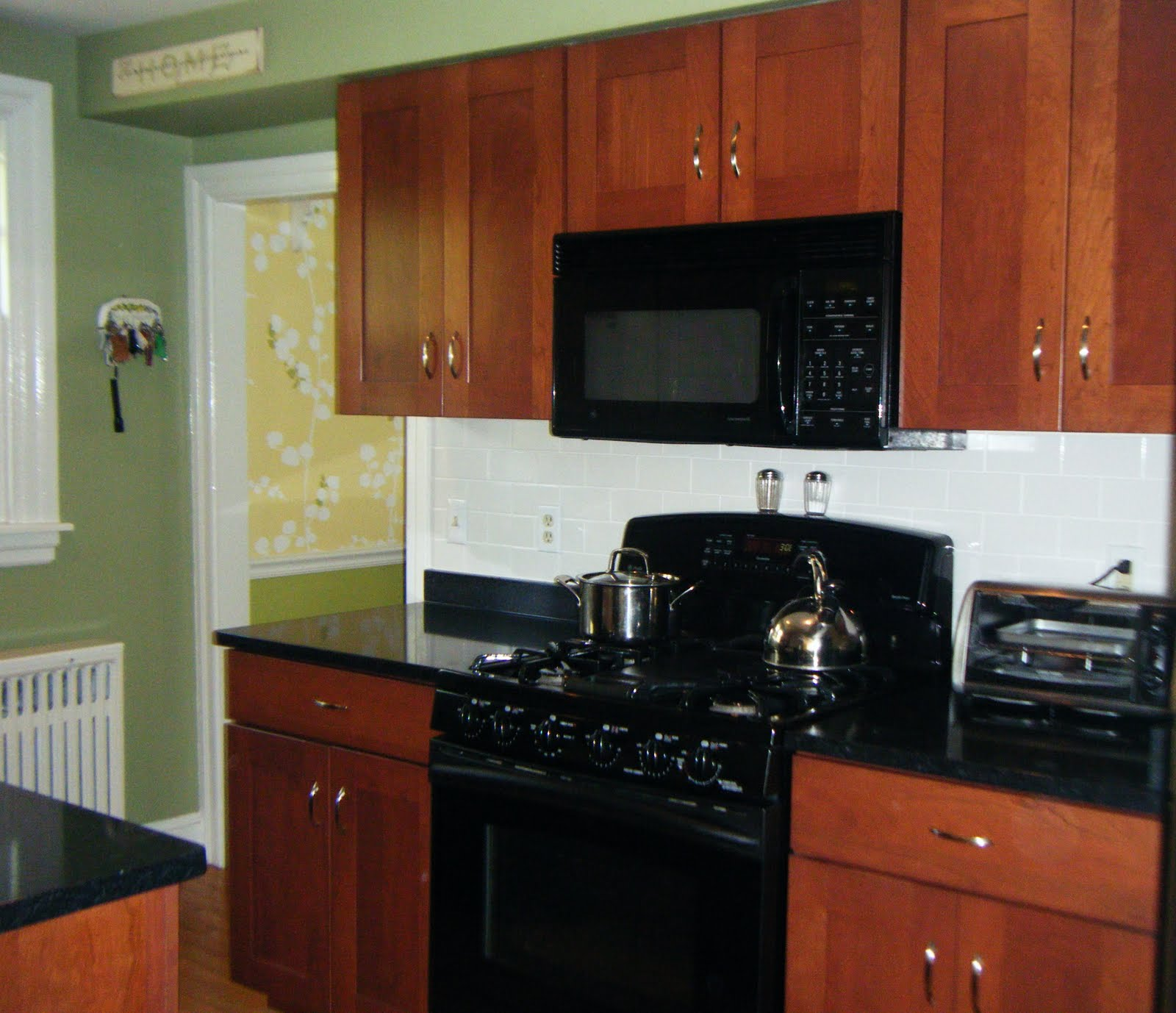 images kitchen backsplash cherry cabinets black counter kitchen backsplash ideas cherry cabinets cherry kitchen cabinets