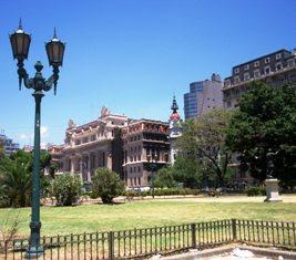 CASI UNA POSTAL:  MAJESTUOSO MEDIATIZADO, POLITIZADO PALACIO TRIBUNALES