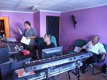 Fedy et Abdel et le percussionniste Amin Assof