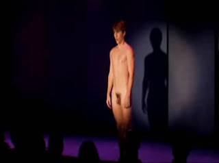 Naked boys singing subtitulos