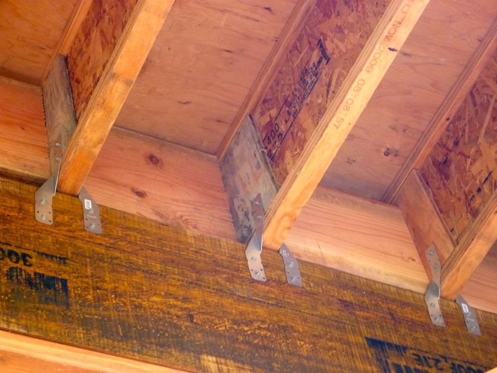 Hawaii House Build Roof Joist Blocking