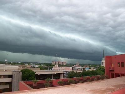 http://bp3.blogger.com/_gTJMEP-c2fo/SGDrfAIhOCI/AAAAAAAAAuo/A__EW-j1kd8/s400/roll_cloud2.jpg