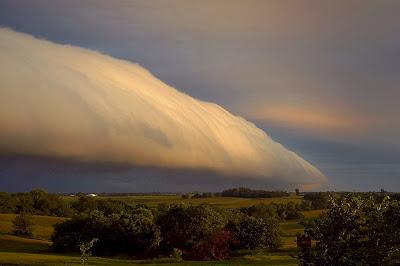 http://bp2.blogger.com/_gTJMEP-c2fo/SGDrfJIsr5I/AAAAAAAAAug/L5N6a_vqeos/s400/roll_cloud1.jpg