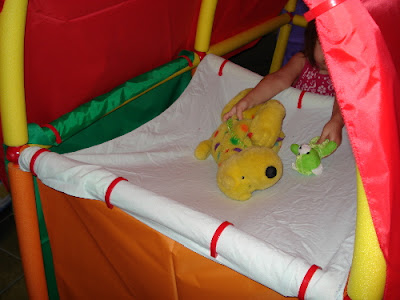 Like the rounded arch above the dome below is made possible by the flexibility of the yellow foam tubes. Having access to two tube types - one flexible ... & Build Big With the Cranium Super Fort   Z Recommends