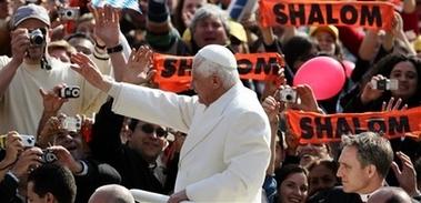 [capt.pl11103141325.vatican_pope_pl111]
