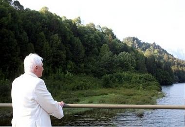 [capt.f4f5110cef674edea5fb8995110e8bb5.italy_pope_vacations_ldc102]