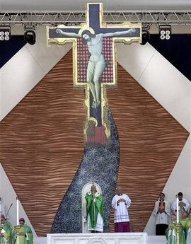 [capt.0b7a10520a364c87bb206eb413596595.italy_pope_youth_ppc104]